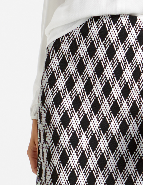 Pencil skirt with a check pattern