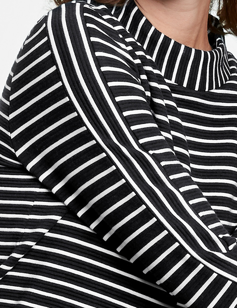 Long sleeve top with a striped texture