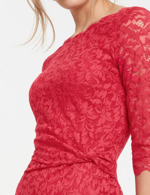 Koronkowa sukienki z drapowaniem na boku