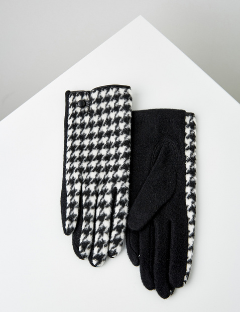 Gloves with a check pattern