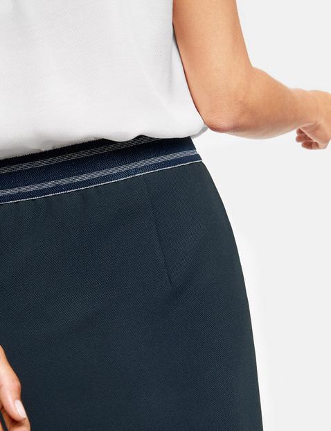Skirt with an elasticated waistband