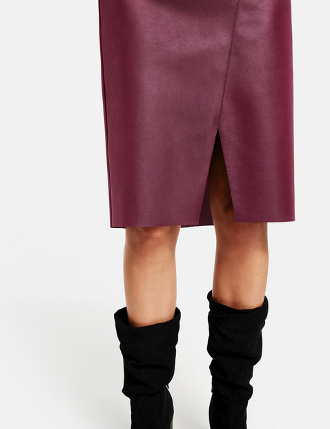 Skirt in faux leather