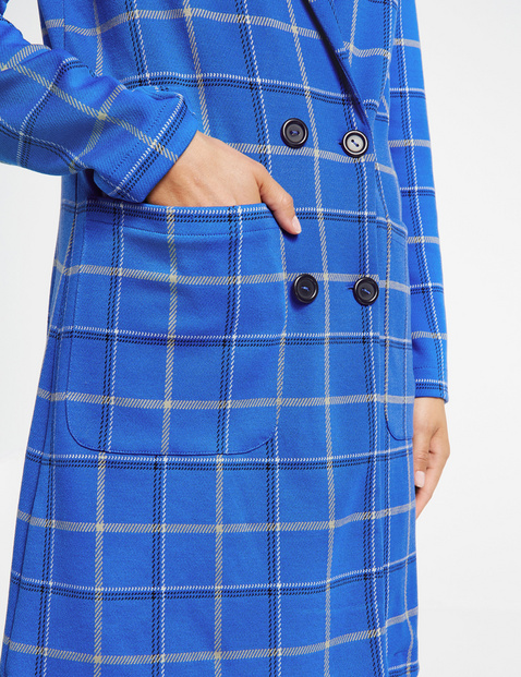 Short coat with a check pattern