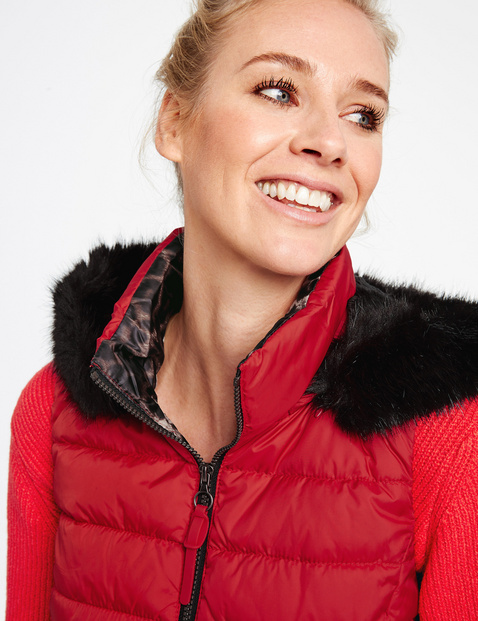 Quilted body warmer with a hood