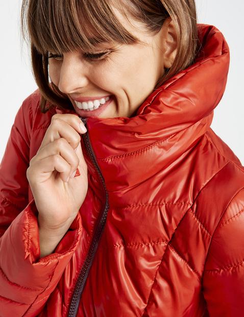 Błyszcząca kurtka z pikowaniem