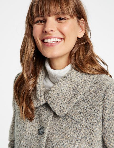 Krótki płaszcz w tweedowym stylu