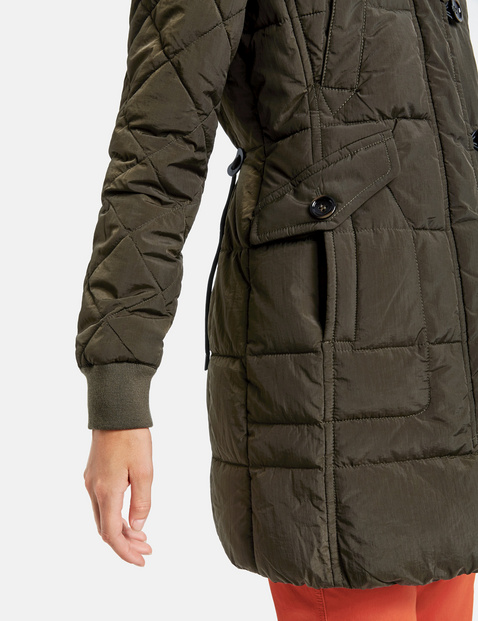 Winter parka with contrasting lining