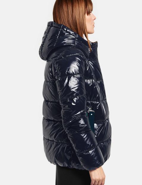 Pikowana kurtka z wykończeniem na wysoki połysk