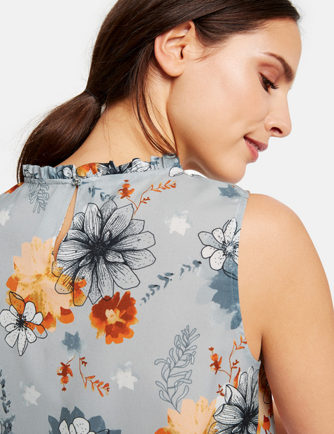 Sleeveless blouse with a floral pattern