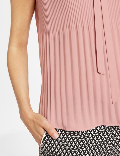 Ärmellose Bluse mit Plissée-Details