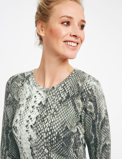 Long sleeve top with a snakeskin print