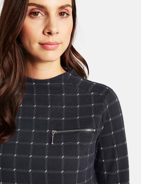 Long sleeve top with a check pattern