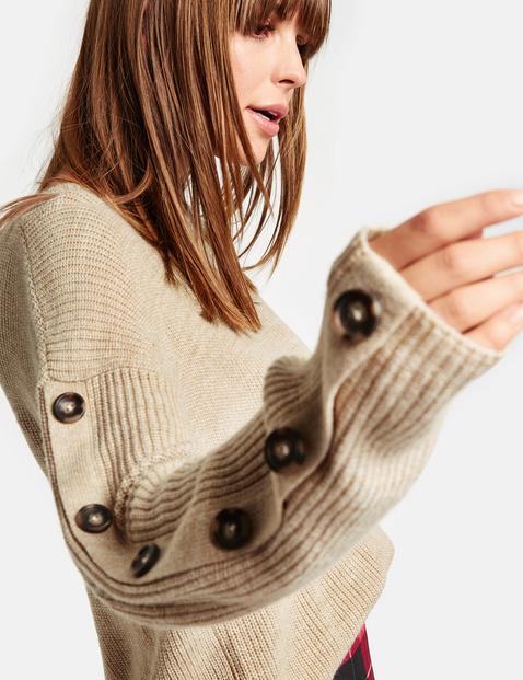 Pullover mit Deko-Knopfleisten