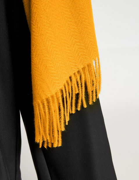 Soft fringed scarf