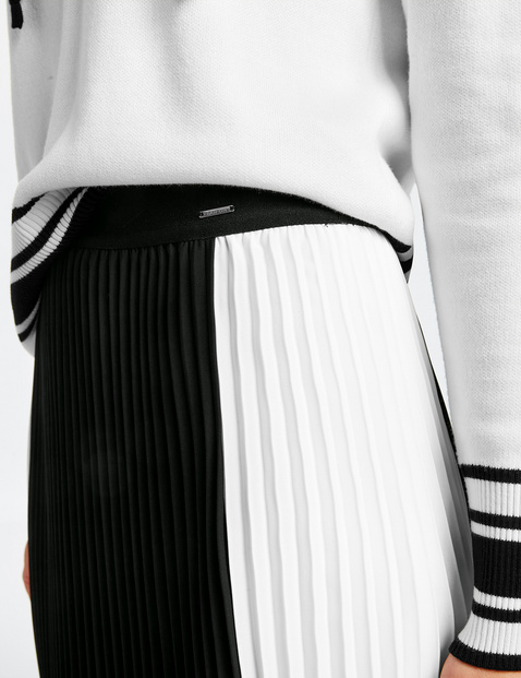 Pleated colour block skirt