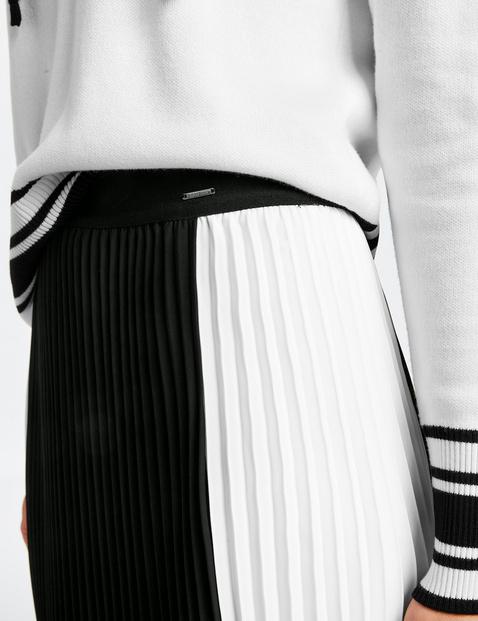 Plisowana spódnica w kolorowe pasy
