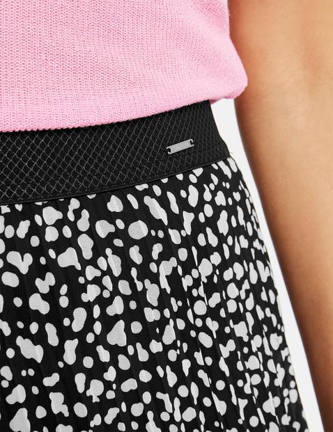 Pleated skirt with animal print