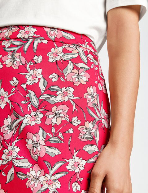 Pencil skirt with a floral pattern