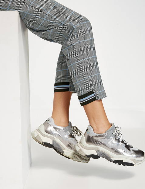 7/8-length Peg Leg trousers with a check pattern