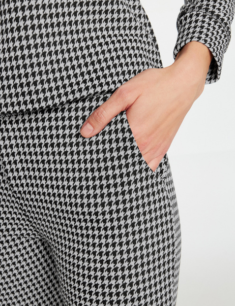 7/8-length trousers with houndstooth checks