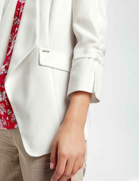 Open blazer with 3/4-length sleeves