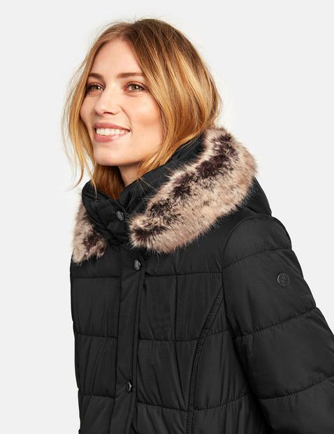 Gewatteerde jas met capuchon en kraag van imitatiebont