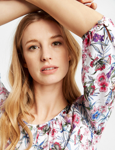 3/4-sleeve blouse with a floral print
