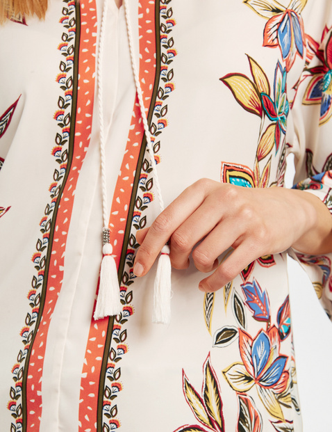Tunic with a flower print