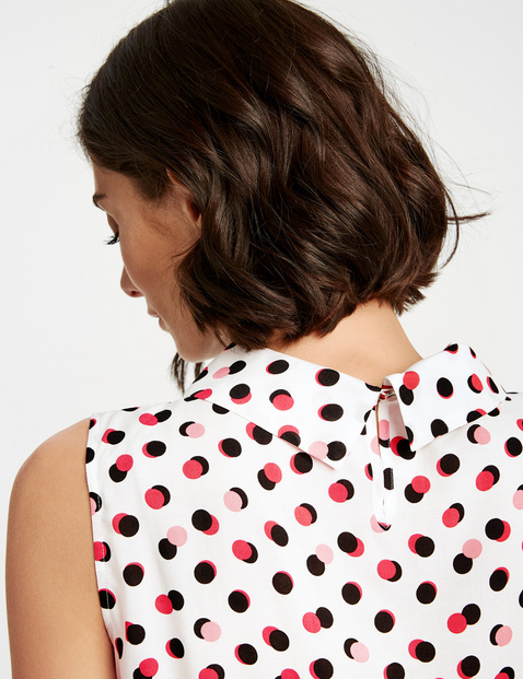 Sleeveless blouse with a polka dot print