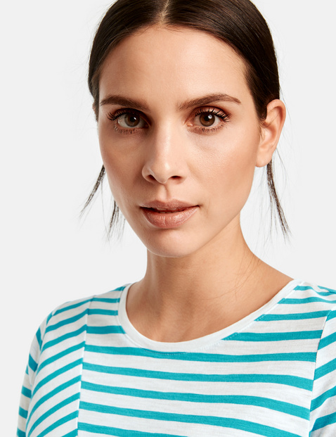 Top with a striped pattern in organic cotton