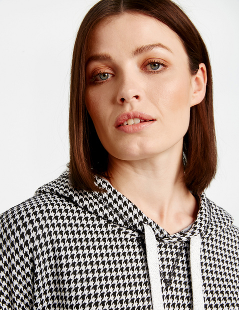 Sweatshirt with houndstooth checks