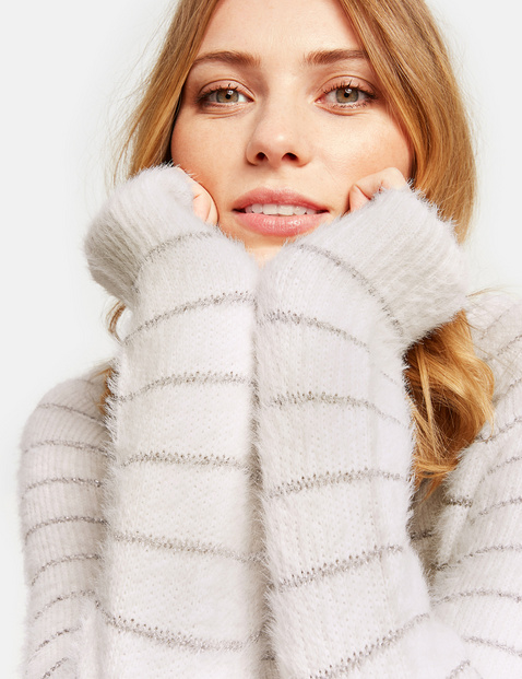 Fluffy jumper with glittering stripes