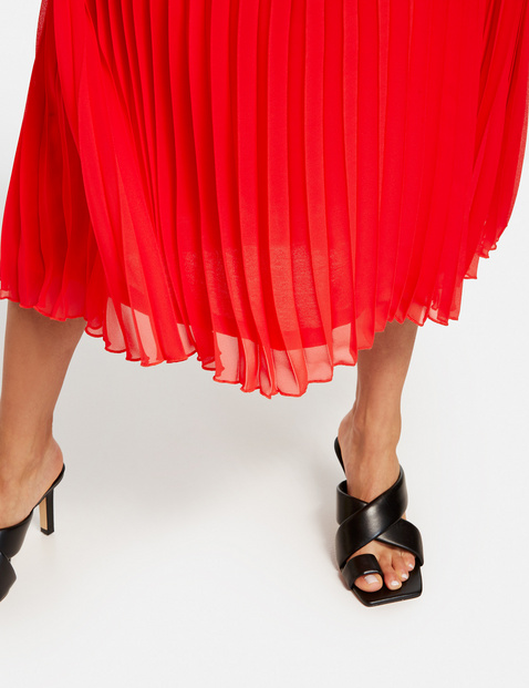Chiffon dress with pleats