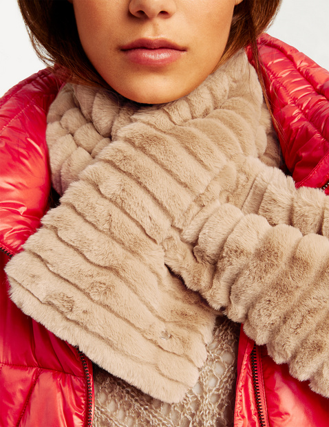 Cosy faux fur scarf