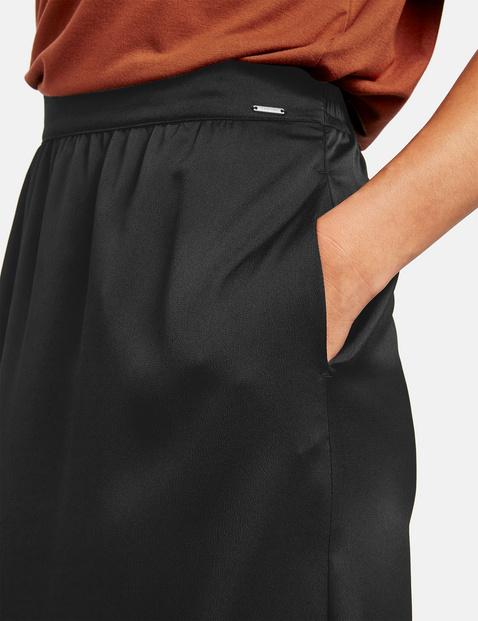 Skirt in a midi length