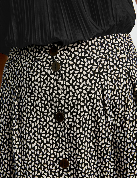 Midi skirt with a button placket