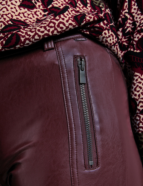 Super skinny design in faux leather