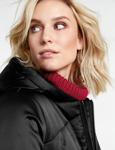 Lange gewatteerde mantel in gesatineerde look