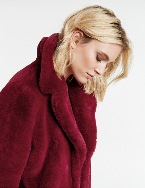 Short coat made of soft, woven faux fur