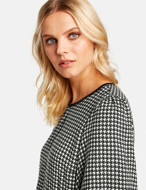 Blouse top with a check pattern