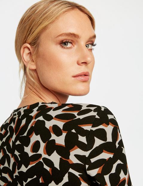 Mid-length sleeve top with a V-neckline