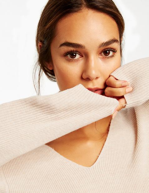 Sweter z asymetrycznym dołem