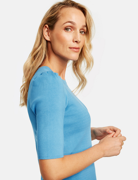Jumper with mid-length puff sleeves