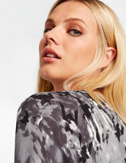 Mixed pattern jumper