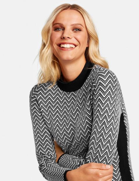 Knit dress with a jacquard pattern