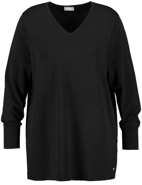 Basic jumper with a V-neckline