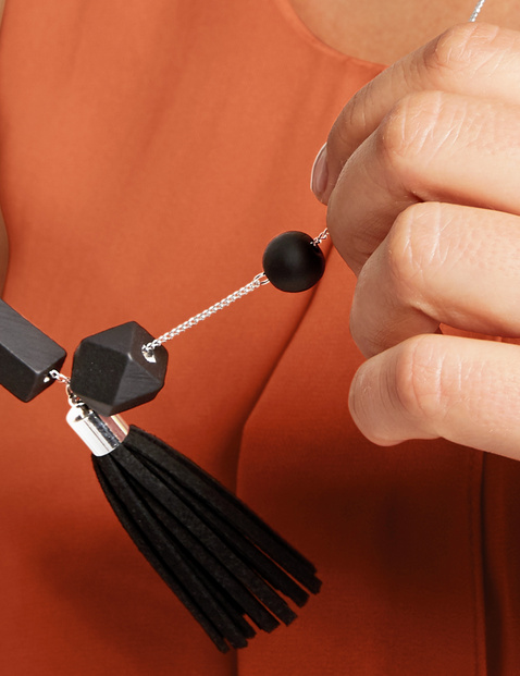 Long necklace with a tassel