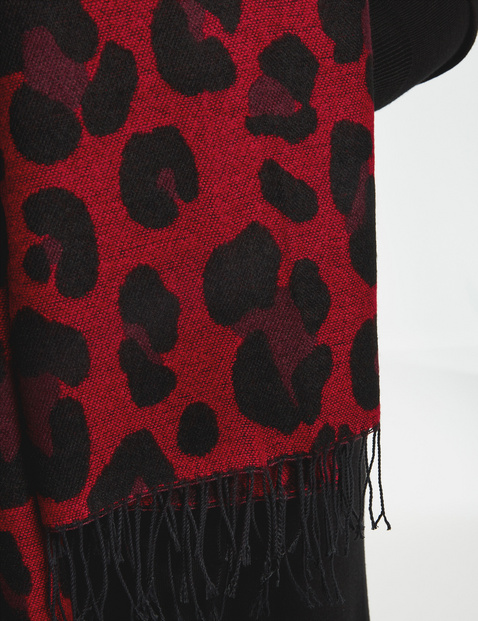 Scarf with an animal print