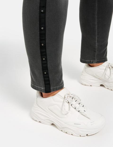 Betty Jeans mit sportivem Galonstreifen