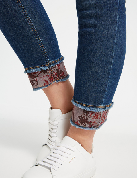 Betty Jeans mit Print-Details